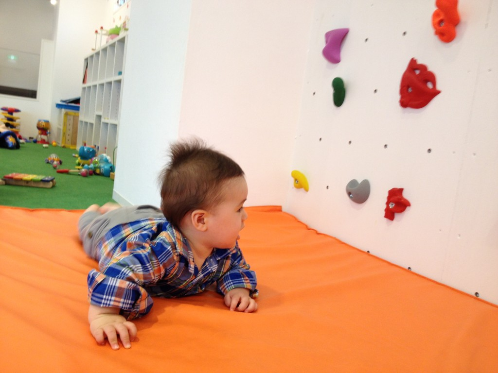 rock climbing wall tokyo urban baby. Black Bedroom Furniture Sets. Home Design Ideas