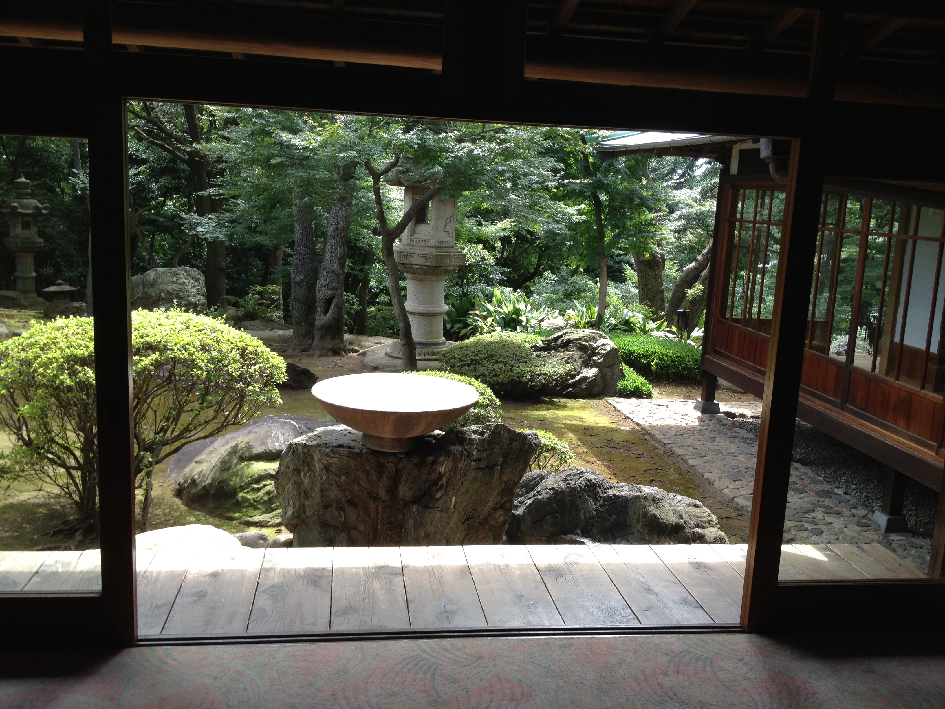 Stunning view of the garden tokyo urban baby for Japanese house garden