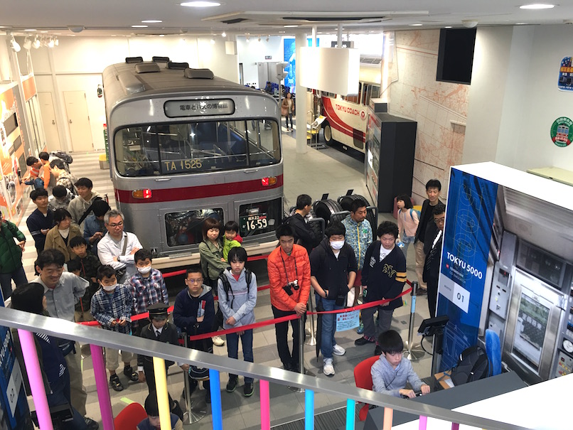 Huge crowd at the bus simulator (seems to be more adults than kids! ha)