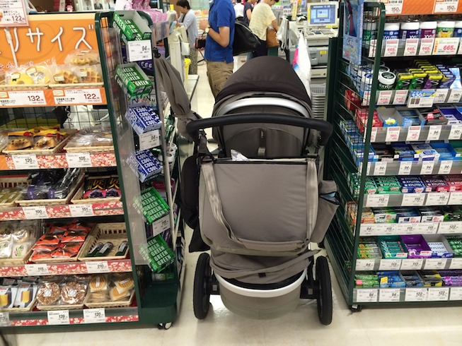 Joolz Geo - fits easily down supermarket aisles in Japan