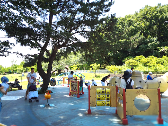 This was a fantastic playground for toddlers and parents under the shade of a huge tree