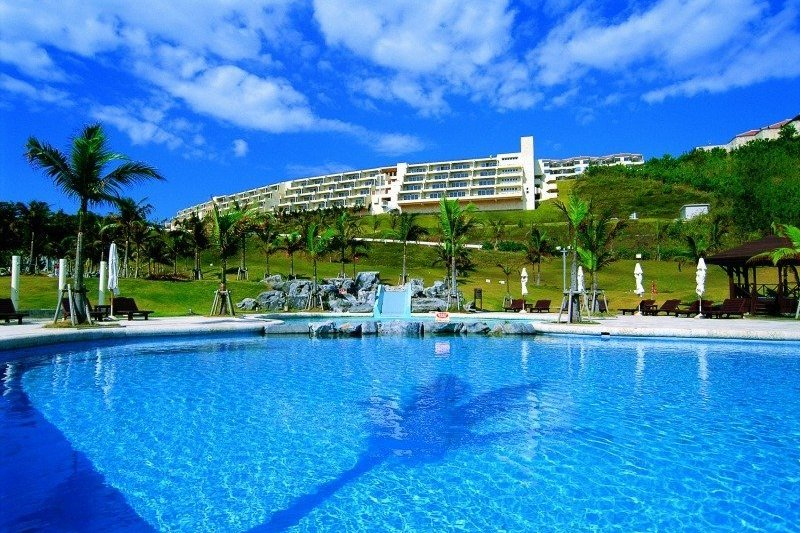 Okinawa Kanucha baby-friendly hotel swimming pool