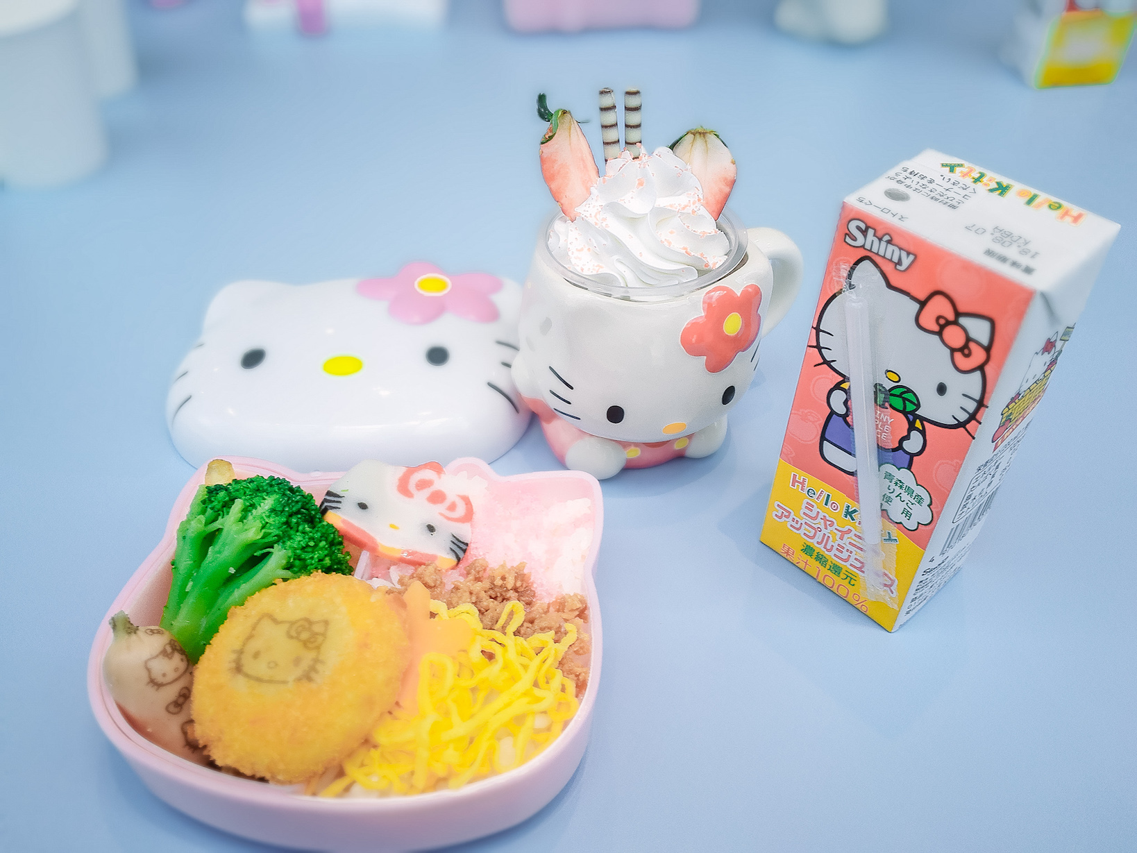 Sanrio Puroland hello kitty lunch box