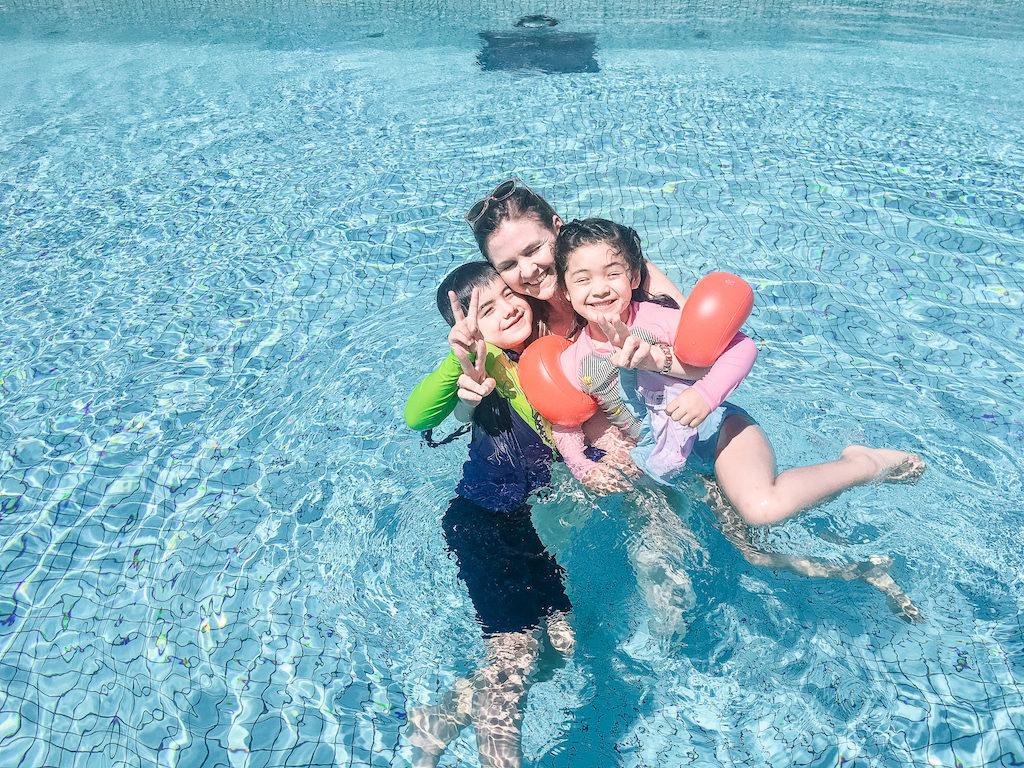 Grand Nikko Hotel Odaiba swimming pool having fun